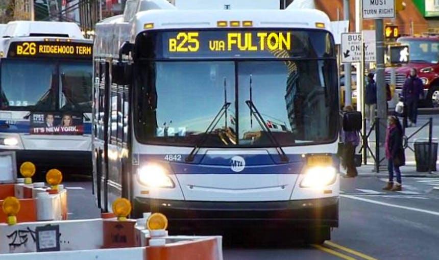 B25 Bus