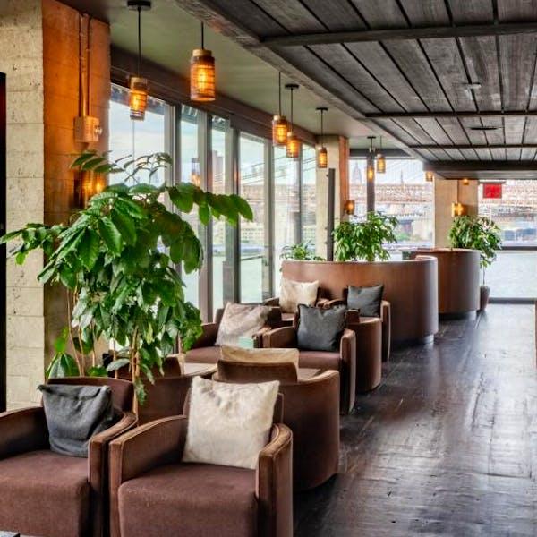 Harriet's Lounge