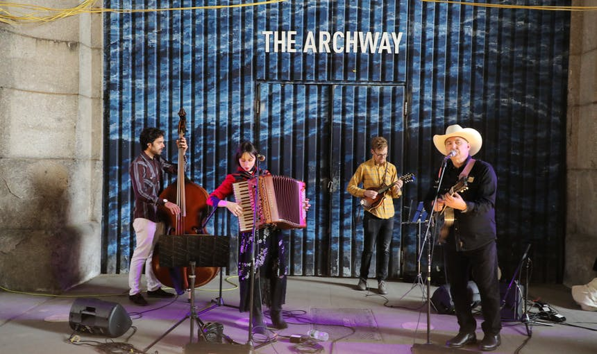 Americana Archway Live Music Ming Chan 1