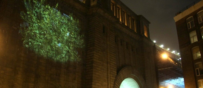 Light Year lights up the Manhattan Bridge